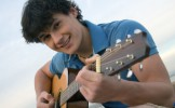 Bilan de l'été: encore des dizaines de morceaux de musique massacrés à la guitare sur les plages en ...