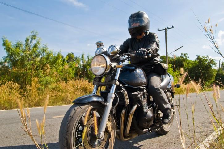 90 des motards cherchent toujours pourquoi leur moto ne tient pas toute seule quand ils sont. Black Bedroom Furniture Sets. Home Design Ideas