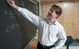 Un prof de maths menace de reprendre son cours pour calmer ses élèves