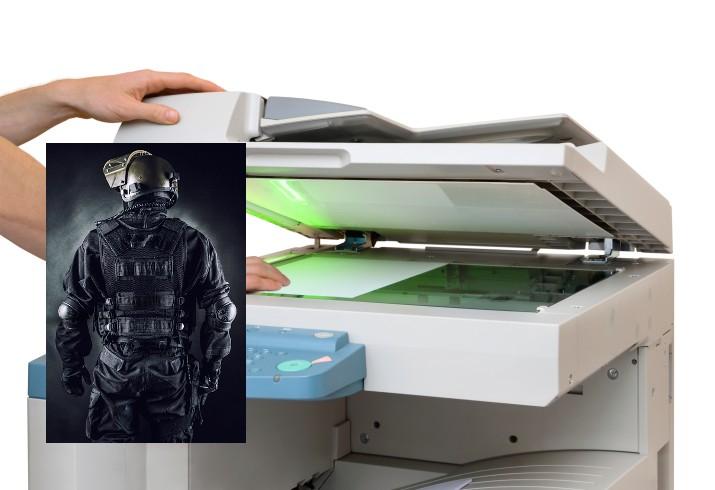 un stagiaire du gign d prim de faire de nouvelles photocopies en tenue d intervention le. Black Bedroom Furniture Sets. Home Design Ideas