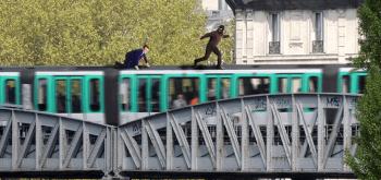 Macron sur métron VFinale