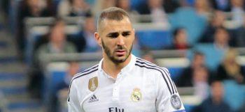Karim_Benzema_vs._FC_Schalke_04_(16647992937)