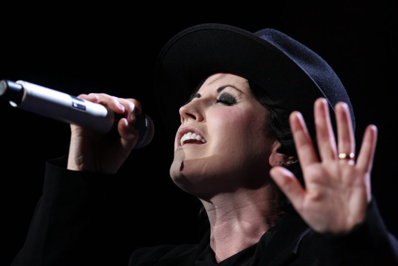 By Eva Rinaldi - The Cranberries, Enmore Theatre, CC BY-SA 2.0, https://commons.wikimedia.org/w/index.php?curid=24793882