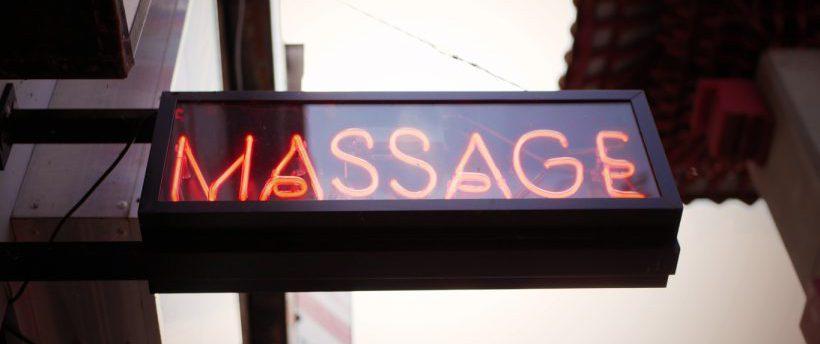 Paris la personne qui entre dans le salon de massage - Salon de massage paris finition ...